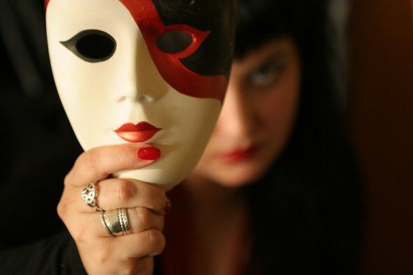 La máscara para la persona del carbón activo las revocaciones de los médicos