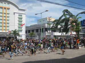 Kota Tarakan Kembali Tegang - Warga Datangi Kapolres Tarakan - Kaltim Borneo