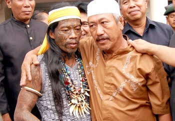 Perang Sampit Dayak Vs Madura Video Youtube