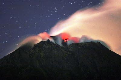 Delapan Gunung Berapi di Indonesia yang Menghebohkan Dunia - Borneo
