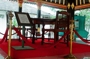 Meja Sultan Hamengku Buwono