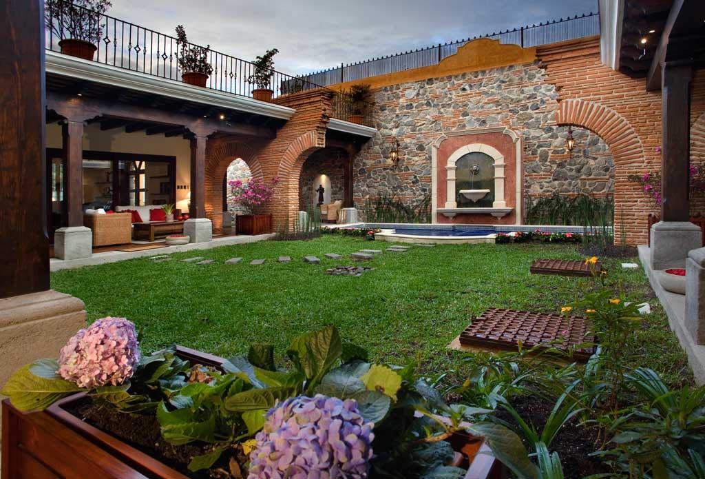 Gabriela del valle for Casa jardin guatemala