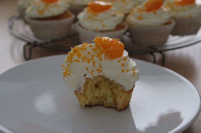 Fertig gebackene Cupcakes aus einer Backmischung von Dr. Oetker