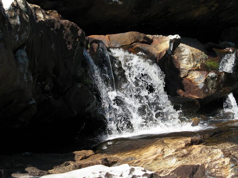 Pequena queda na segunda cachoeira do Moinho