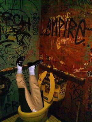 Goya 2.0 buscando algo que se le perdió en un pub irlandés
