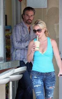 Britney Spears photos with  tasty coffee treat