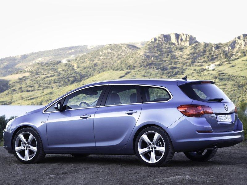 2011 2012 New Opel Astra Sports Tourer Details And Video