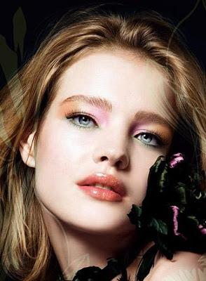 Guerlain ose proposer une collection haute en couleur pour le printemps été  2009. De l orange, du rose, du brun et du vert mélangés ensemble sur le  visage ... 31c3410ca851