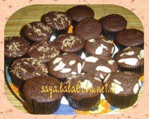 Cupcakes Coklat yang yummy, membelai lidah, empuk, moist dan lembut ...