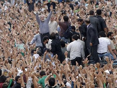 میرحسین در جمع ایرانیان