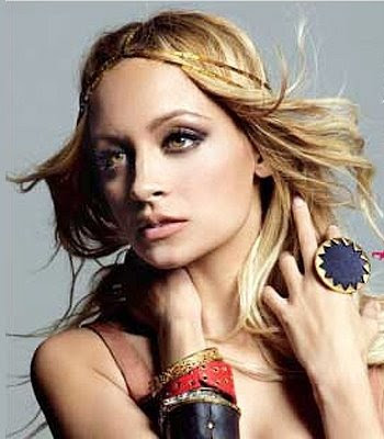 nicole richie tattoos. Picture of Nicole Richie's rosary beads and cross