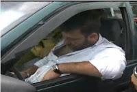 borracho se durmio en su auto