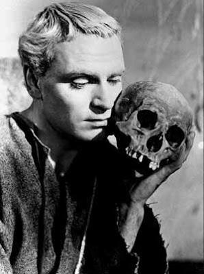 http://2.bp.blogspot.com/_zAoyoHwC5IQ/Spkt_SLhKyI/AAAAAAAAEo8/LG7aoC1oTh4/s400/Hamlet+(1948)+1.jpg