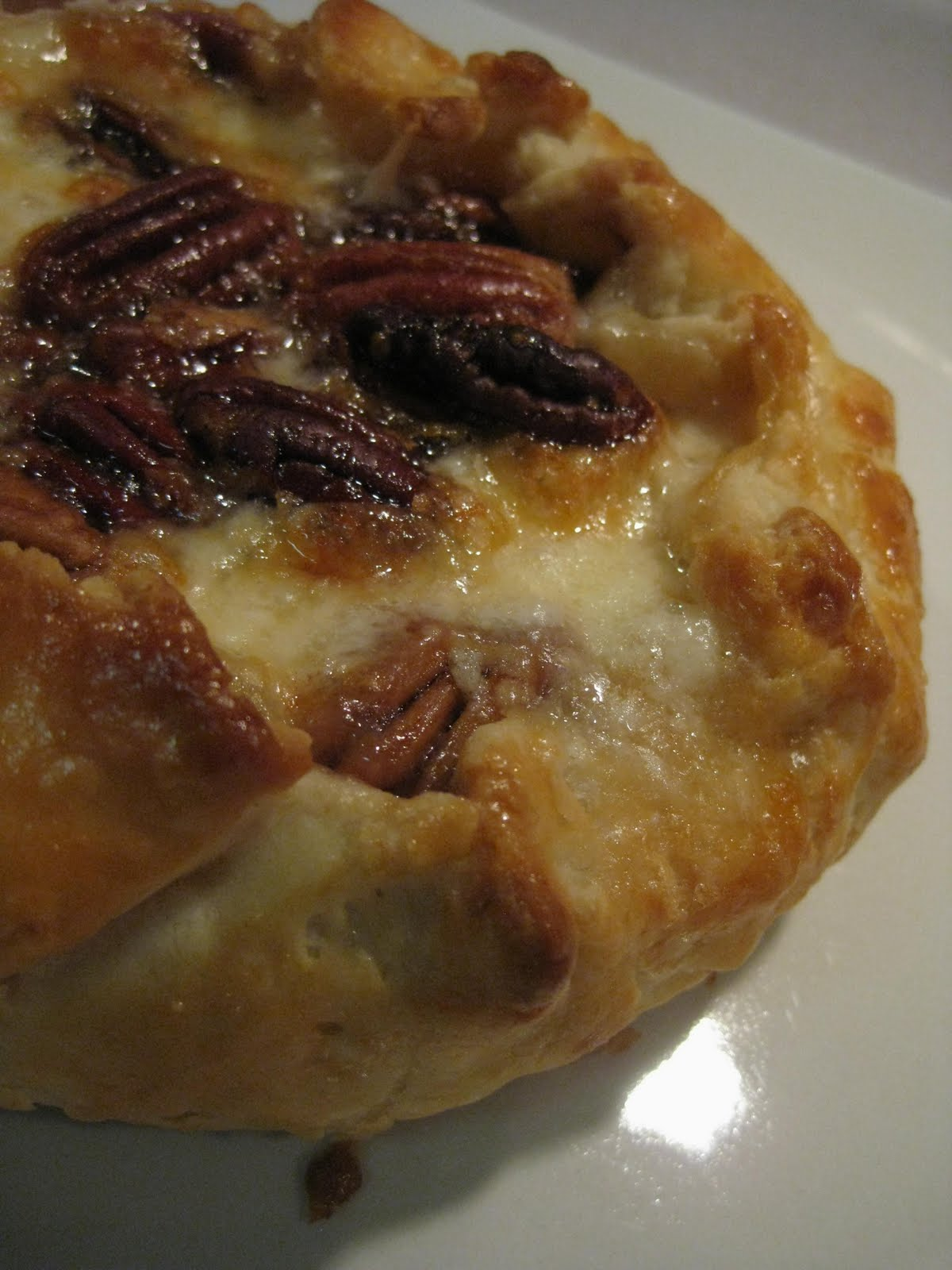andrea the kitchen witch brie en croute with pralined pecans. Black Bedroom Furniture Sets. Home Design Ideas