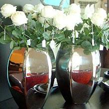 Rosas Brancas em Jarra Niquel
