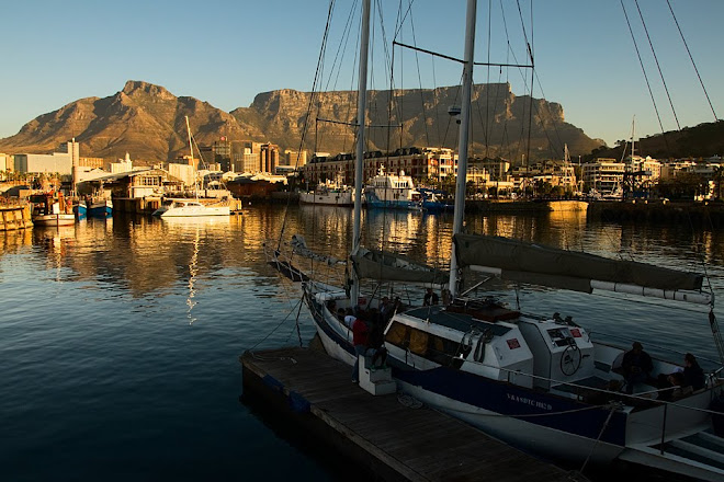Cape Town and Table Mountain from the V&A Waterfront, South Africa © Matt Prater
