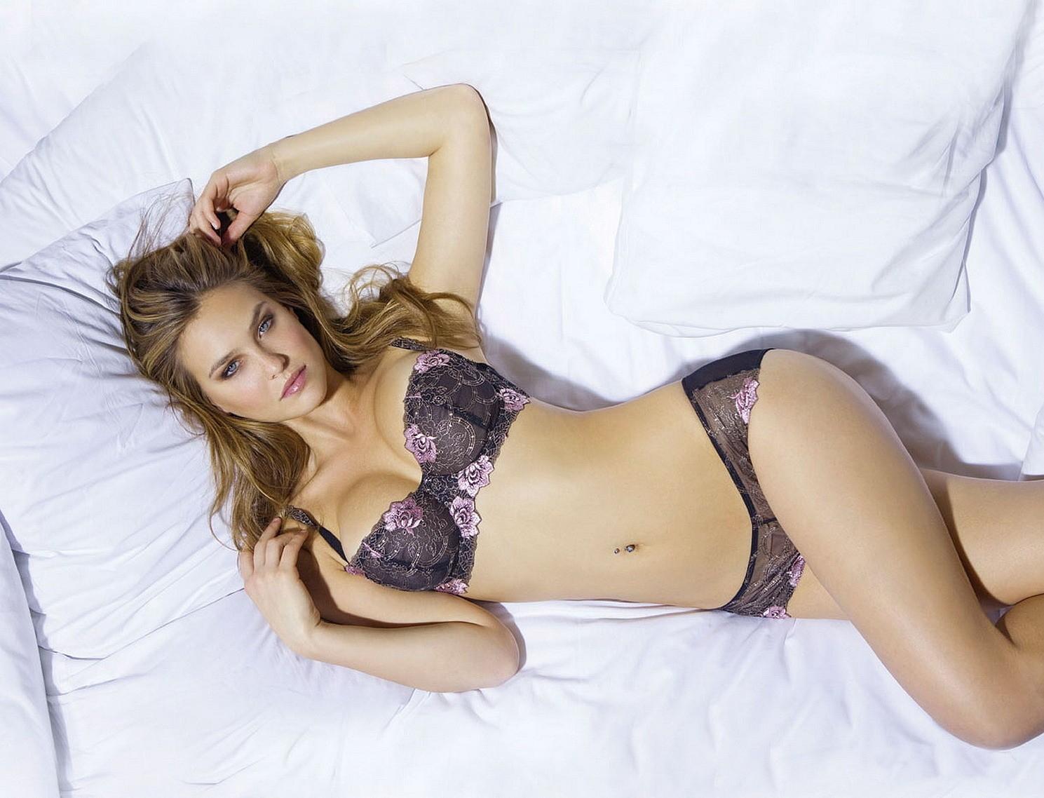 http://2.bp.blogspot.com/_zENnZobKPqM/TVFS6E3S-8I/AAAAAAAAC7I/kLQOD6YukkA/s1600/Bar+Refaeli++celebrity++hottie+in+lingerie.jpg