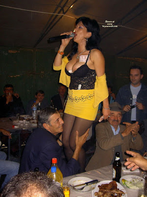 http://2.bp.blogspot.com/_zHGOsAnr6KM/SZzNN77MSfI/AAAAAAAAA6E/9R63p2ckA0k/s400/bouzoukia-serbia3.jpg