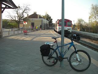 http://bicicletasypiruletas.com/via-verde-ojos-negros-navajas-algimia/