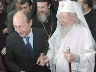 Traian Basescu...Asa l-a ajutat Dumnezeu