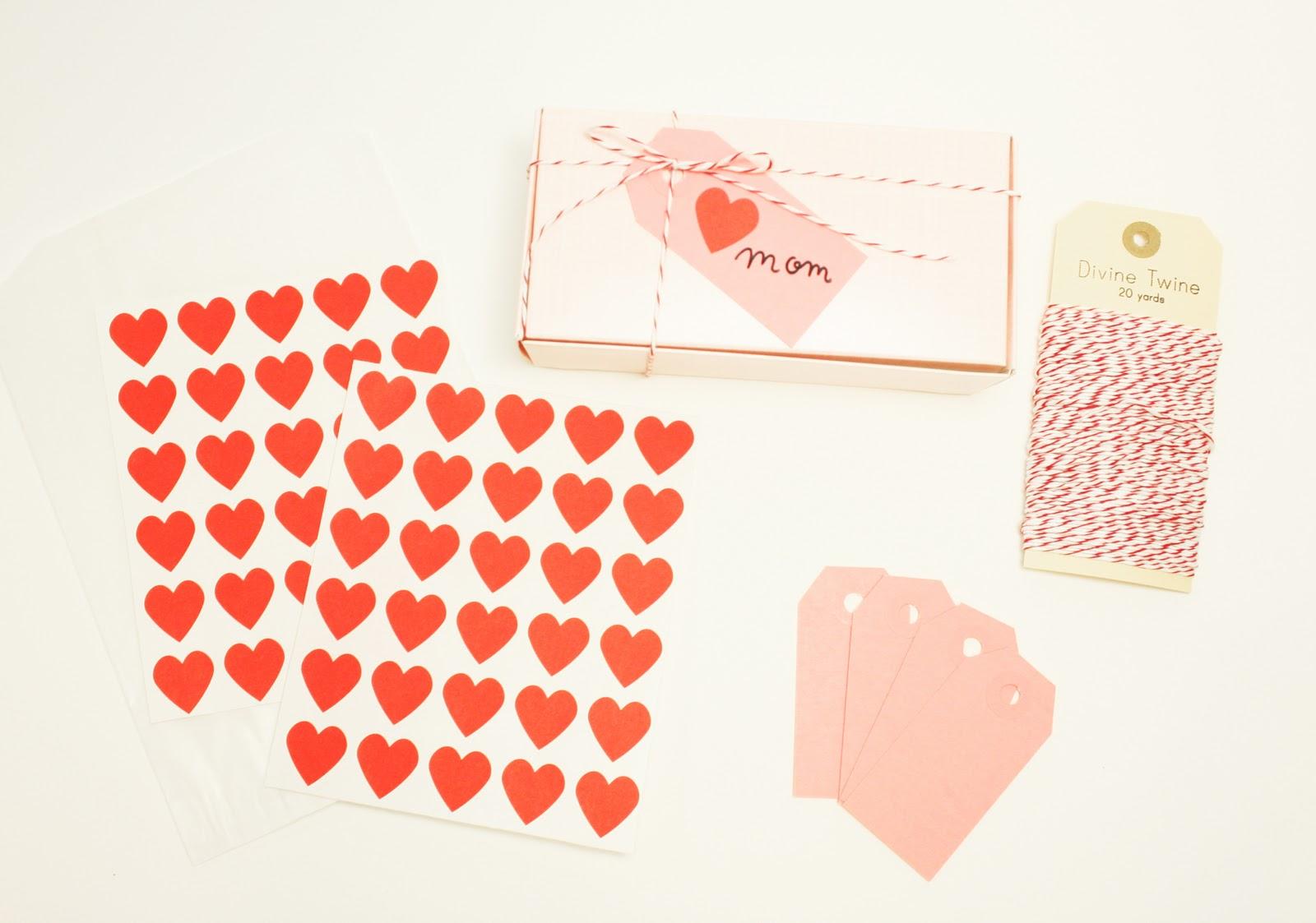 http://2.bp.blogspot.com/_zJ6zdRxnutQ/TVK-MMtNnjI/AAAAAAAAGbU/OAj9YufEf5g/s1600/pink+gift+wrap+kit.jpg