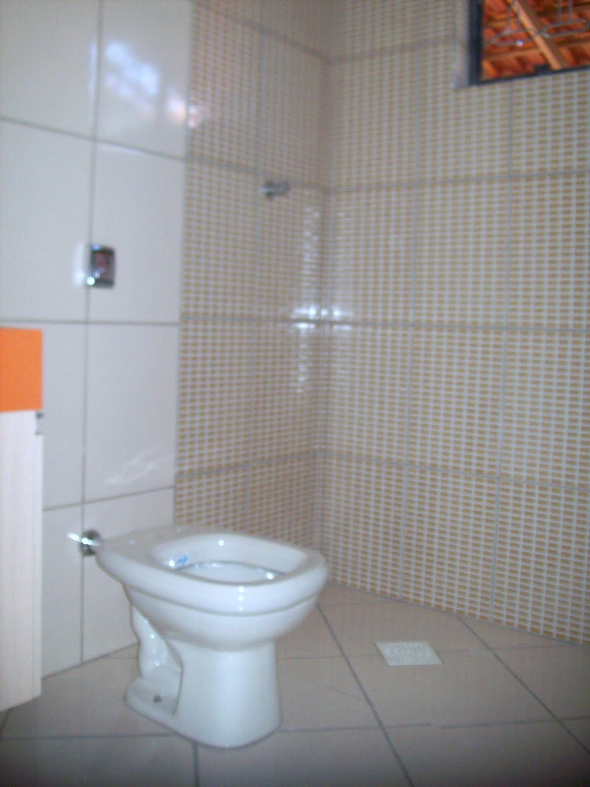 do banheiro e arrumar o rejunte pois quero rejuntar de branco  #B24F19 1200x1600 Banheiro Branco Bege
