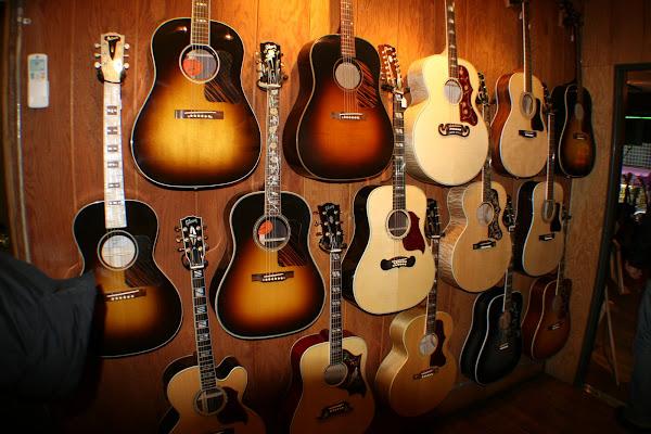más guitarras