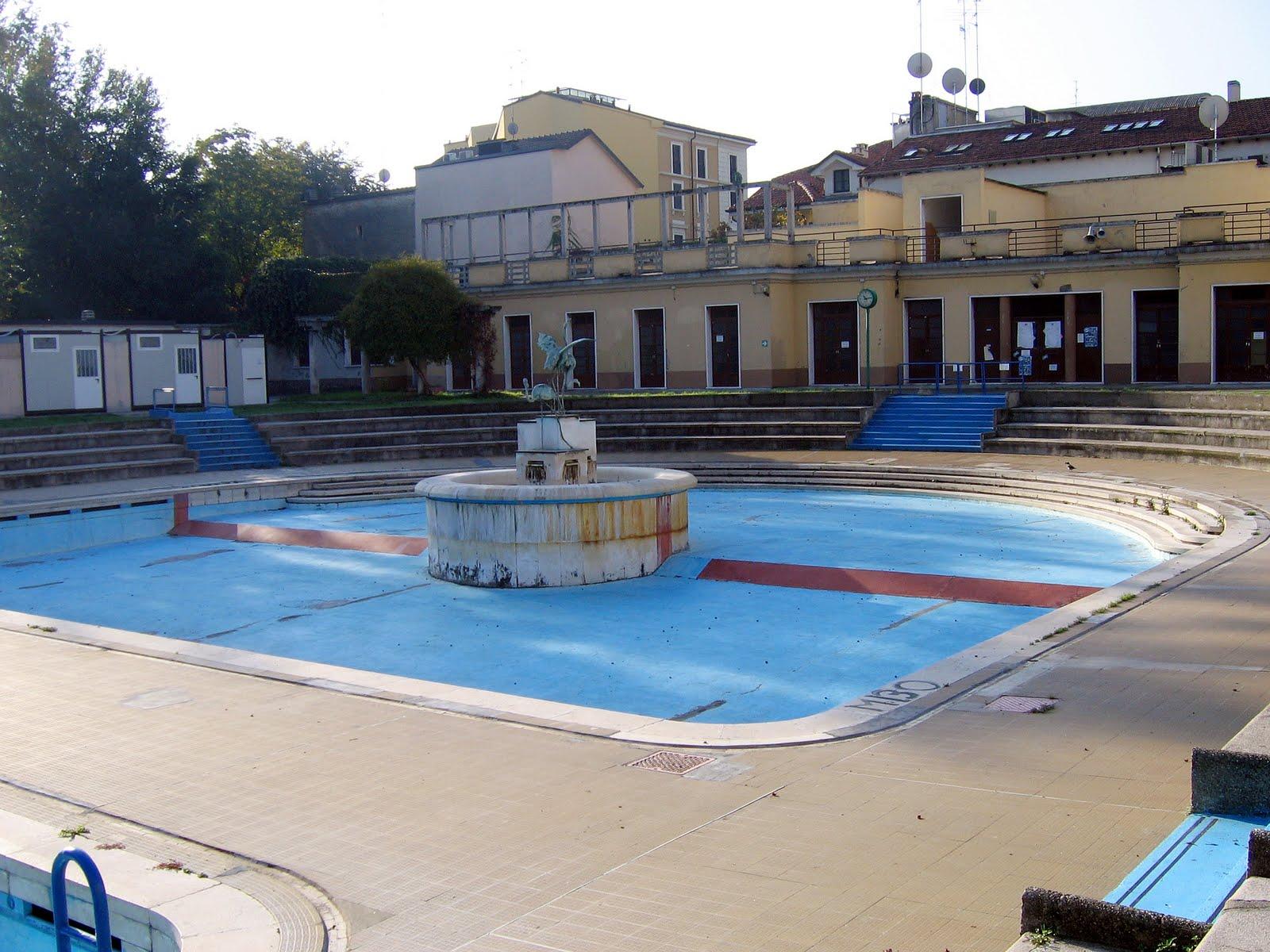 I bagni botta e la piscina caimi per milano con la for Allergia al cloro delle piscine