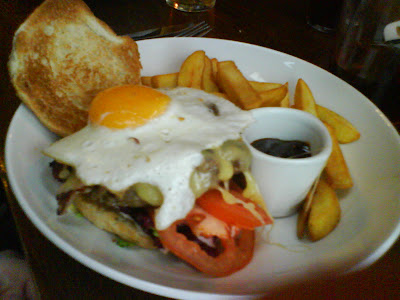 A Big Ben Burger at the Yacht, Greenwich