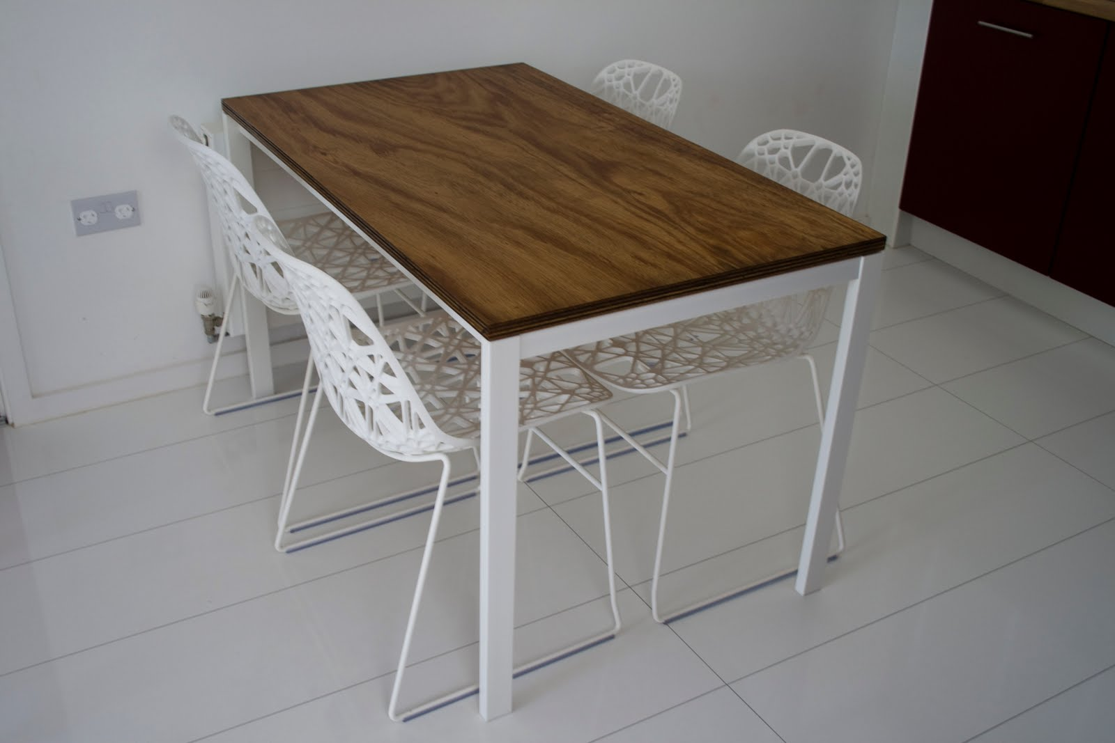 Ikea hack mesa melltorp con sobre de madera for Mesa de ninos ikea