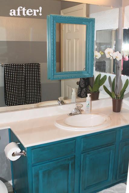 Mueble Baño Turquesa:Basta con cambiar el color del mueble del baño para darle un nuevo y
