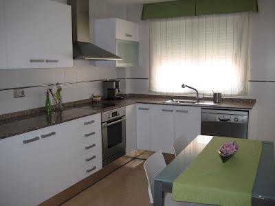 Antes y Después: Lacar de blanco una cocina : x4duros.com