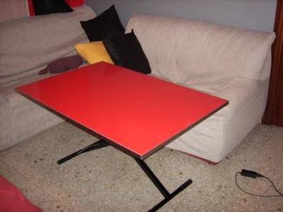 Ikea hack convertir la mesa lack en mesa elevable for Mesa caballete ikea