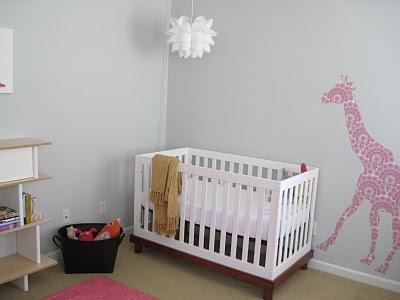 Otro dormitorio de bebe en rosa y gris baby deco - Habitacion infantil rosa ...