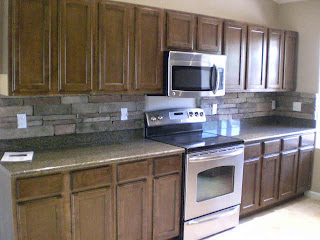 Pictures of Stone Backsplashes Here's a Phoenix kitchen with stacked stone backsplash