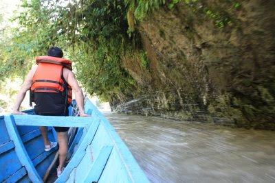 El río Abiseo es muy movido y no recomendable para cardiacos o turistas de prueba...afortunadamente el guardaparques conoce el camino como la palma de su mano