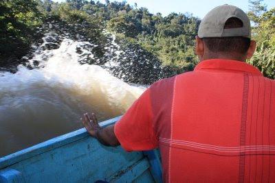 Parecería que el río, de vez en cuando, muestra sus habilidades. Para nuestra fortuna, nos acompañaban guías conocedores del área