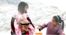 Tiniteqilaaq - Groenlandia Orientale. Franco Varrassi con i bambini inuit