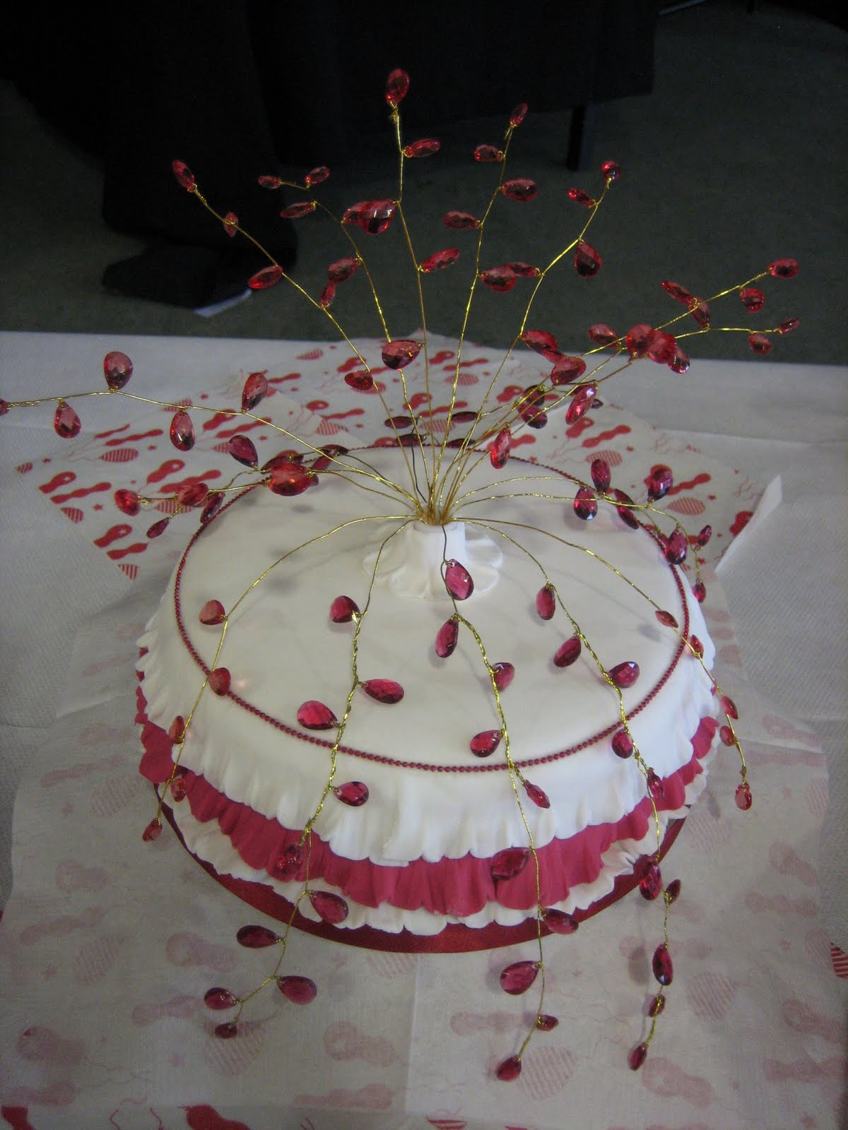 Cake Ideas For Ruby Wedding : Sarah T Cakes: Ruby Wedding Anniversary cupcakes.