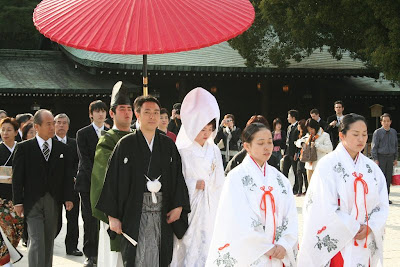 Wonderful weddings decoration for traditional japanese wedding the wedding party also dresses in kimonos usually in a color have been chosen by the bride junglespirit Choice Image