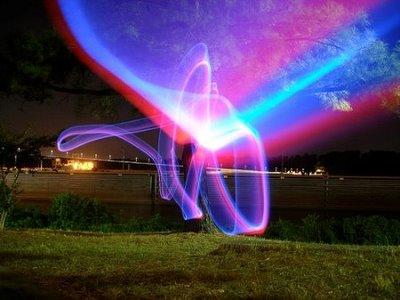 http://2.bp.blogspot.com/_zSBZ8fTr9K8/SwO3YeXfBqI/AAAAAAAABGU/3Z7xLSimLA0/s1600/light-graffiti22.jpg