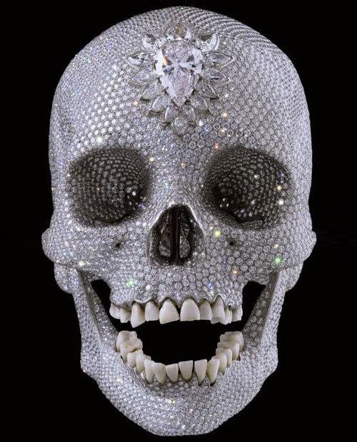 Obra Título: Pelo Amor de Deus, 2007  caveira de platina coberta por diamantes Damien Hirst