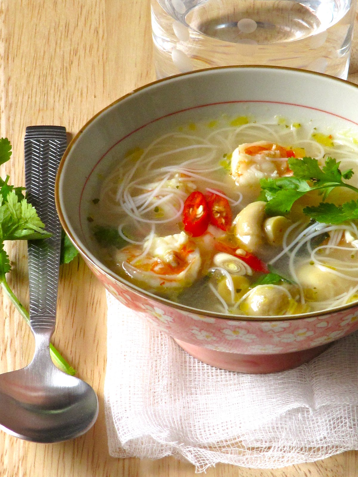 Plateful: Tom yum goong – Thai hot and sour noodle soup with shrimp