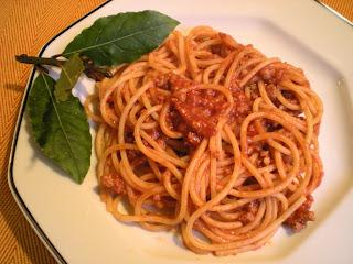 Spaghetti al sugo all alloro