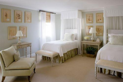 make the room for me if the skirts were blah and toned down this room