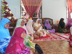 Anak Cucu Khusyu' mendengar Khatam Qur'an di H Raya KABARE
