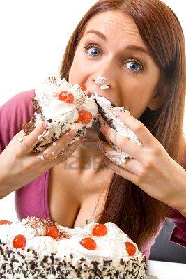 pastel de zanahorias.- 2867874-joven-mujer-glotones-hambrientos-de-comer-pastel-aisladas