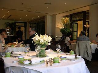 百合居 - 的確有很多很美的百合花。裝潢以簡約為主,很舒服。有一點 High Tea 的地方感覺