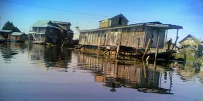 House Boat on Dal Lake, Srinagar, Kashmir