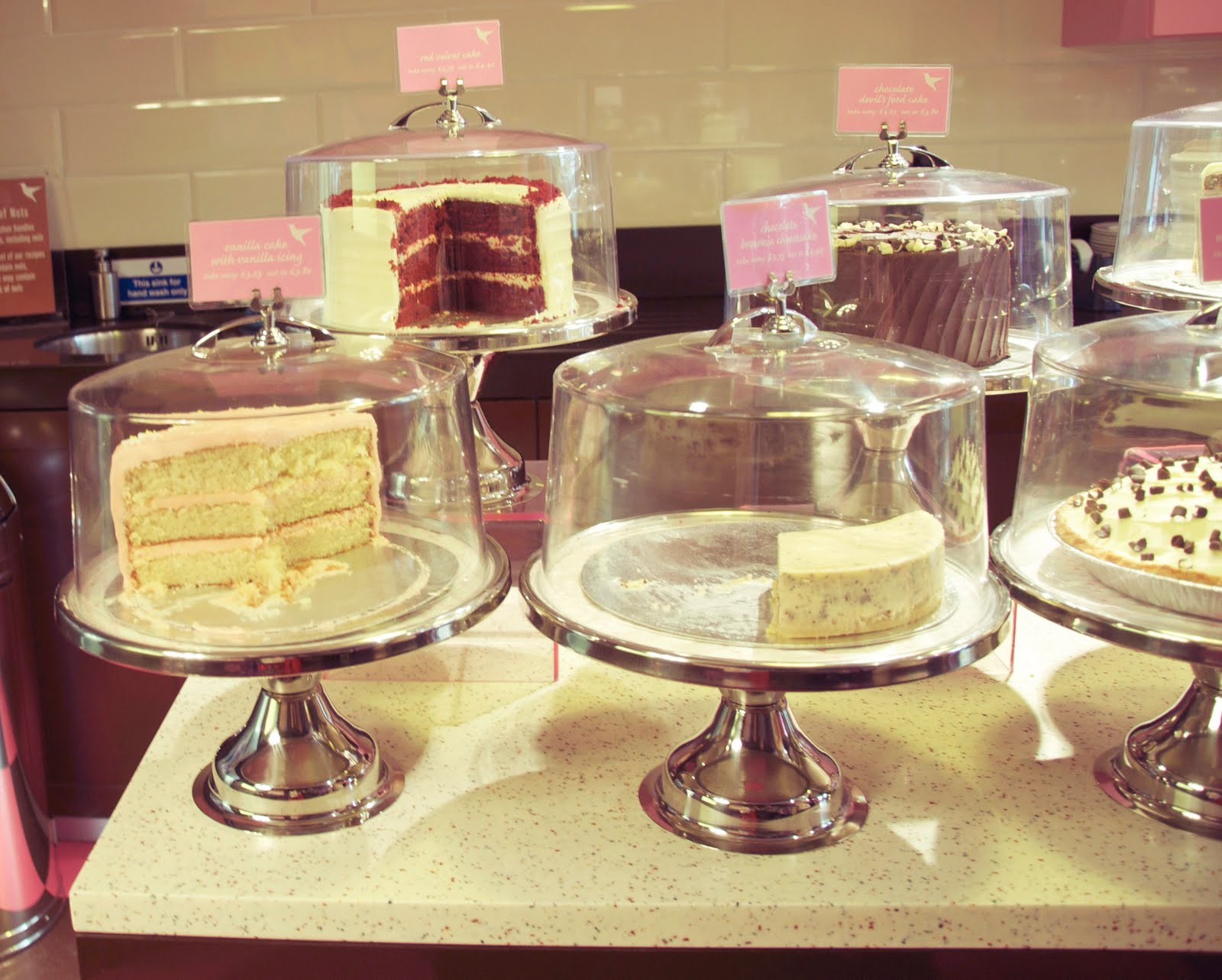 London Review of Cakes: the hummingbird bakery and the seasonal ...